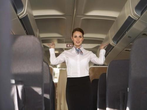 Kisah Pramugari yang Dipecat karena Dilamar Pacar di Pesawat
