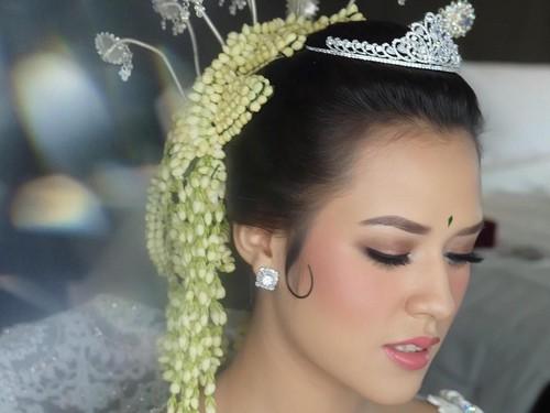 Makeup Tidak Manglingi Saat Menikah, Alasan Raisa Ternyata Romantis Banget