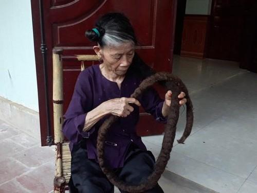 Viral, Rambut Wanita yang Mirip Ular saking Panjang dan Kaku
