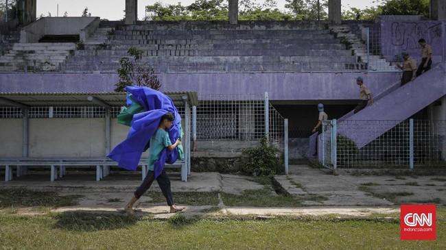 <p>Seiring dengan kondisi sepa kbola Tangerang yang menurun secara prestasi, kondisi bangunan Stadion Benteng juga makin mengkhawatirkan. (CNN Indnesia/Adhi Wicaksono)</p>