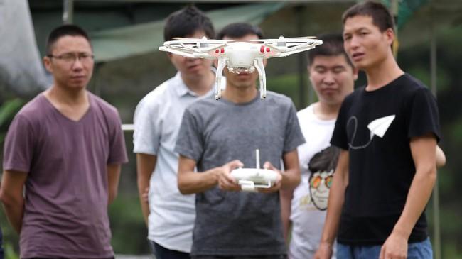 <p>Mengutip<em>Xinhua</em>, pemerintah China hanya mengizinkan drone untuk terbang di ketinggian di bawah 150 m (492 kaki).(REUTERS/Jason Lee)</p>
