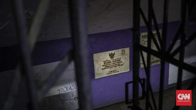 <p>Kejayaan Stadion Benteng Tangerang masih terngiang-ngiang di telinga. Riuh rendah suara seporter terasa membara menghangatkan suasana stadion yang kini berusia 28 tahun tersebut. (CNN Indonesia/Adhi Wicaksono)</p>