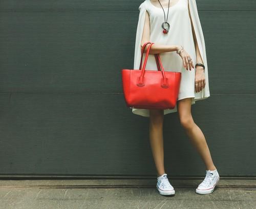 5 Slip On dan Sneakers Cantik yang Cocok Dipadukan dengan Dress