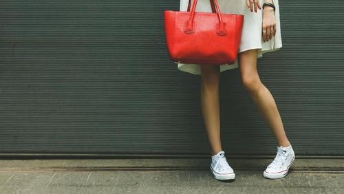 5 Sneakers Nyaman untuk Kamu yang Banyak Berdiri Saat Kerja