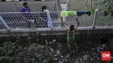 <p>Puncaknya ketika Ketua MUI Kota Tangerang, KH Edy Djunaedi, mengeluarkan fatwa bahwa pertandingan sepak bola di Stadion Benteng adalah haram karena selalu menimbulkan tawuran. (CNN Indonesia/Adhi Wicaksono)</p>