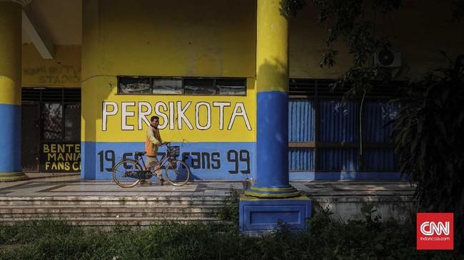 <p>Laskar Benteng Viola (kelompok suporter Persita) dan pendukung Persikota yang terkenal dengan Benteng Mania (Betman) akan kehilangan saksi sejarah, kejayaan sepak bola Tangerang. (CNN Indonesia/Adhi Wicaksono)</p>