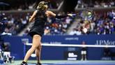 Maria Sharapova yang kalah di putaran keempat dari Anastasija Sevastova, mengenakan kostum Nike buatan desainer Riccardo Tisci. (AFP PHOTO / Jewel SAMAD)