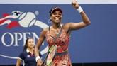 Petenis putri Amerika Serikat Venus Williams menduduki posisi ketiga dengan kostum EleVen Epiphany Pendulum Dress. (AFP PHOTO / Don EMMERT)