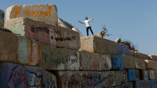 Israel dan Mesir telah berkontribusi pada kesengsaraan Gaza dengan membatasi secara ketat pergerakan orang dan barang dalam melintasi perbatasannya. (REUTERS/Mohammed Salem)