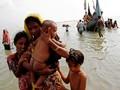 Kisah Ayah Rohingya saat Anak Tertembak dan Keluarga Terjebak