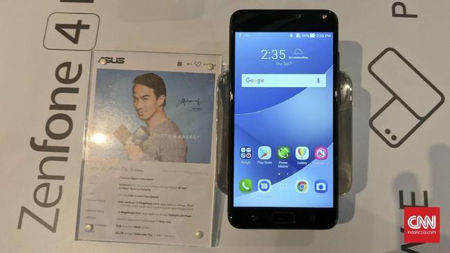 Asus secara resmi memperkenalkan ZenFone 4 Max Pro dengan baterai bongsor yang menjadi salah satu keunggulannya. (CNN Indonesia/ Bintoro Agung)