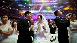FOTO: Ribuan Pasangan Nikah Massal di Korsel