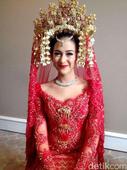 Foto Kebaya Pengantin: Foto: 20 Model Kebaya Pengantin Artis Indonesia, Raisa