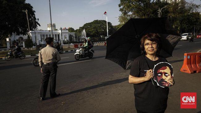 Suciwati dan Anak yang Memperjuangkan Keadilan Kasus Munir
