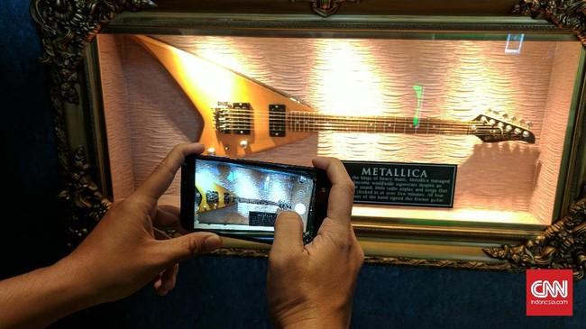 Asus mempercantik kamera belakangnya dengan fungsi sudut lebar dibebankan ke lensa yang beresolusi 5 MP. (CNN Indonesia/ Bintoro Agung)