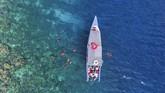 Sampai saat ini kunjungan wisatawan ke pulau yang pernah dijadikan pangkalan militer Jepang dan Sekutu saat Perang Dunia ke-II itu masih rendah, karena hanya ada penerbangan sekali dalam sehari, dengan jumlah 72 kursi.