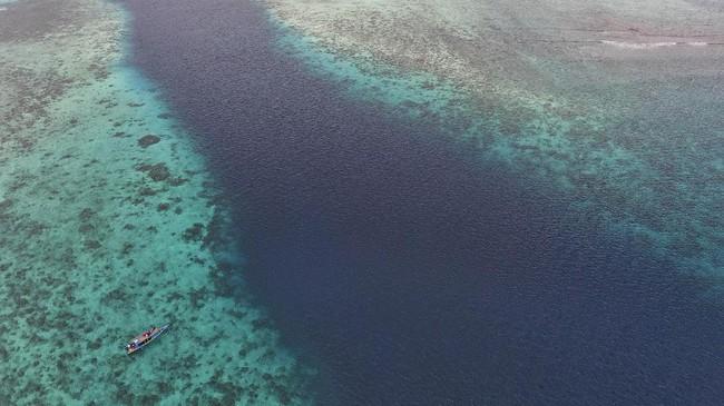 Bukan hanya Pulau Dodola, kabupaten yang terbentuk pada 20 Maret 2008 ini juga mempunyai banyak lokasi wisata bahari lainnya, seperti Pulau Kokoya, Pulau Zumzum, Pasir Putih, Tanjung Gorango, serta lokasi-lokasi menyelam dan snorkeling untuk menikmati keindahan bawah laut.
