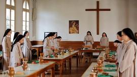FOTO: Hidup Sederhana Para Biarawati 'Saint Clare'