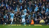 Kemenangan atas Liverpool membuat Manchester City kini menempel ketat Manchester United di puncak klasemen Liga Primer. Sama-sama mengoleksi sepuluh poin, ManCity hanya kalah selisih gol. (REUTERS/Phil Noble)