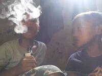 Penelitian di Journal of Adolescent Health menyebut pelajar yang tinggal dengan pengguna rokok elektrik lebih terbuka untuk merokok. Mereka juga mencoba rokok lebih awal, dan memiliki risiko lebih besar untuk menjadi perokok di kemudian hari. (Foto: Facebook/Meme Politik Indonesia)