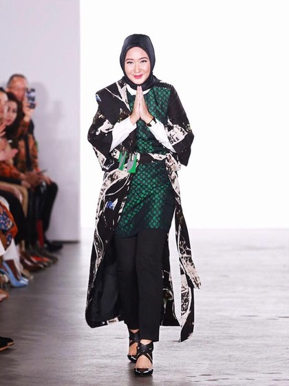 Dian Pelangi Dapat Pujian Pasca Tampil di New York Fashion Week