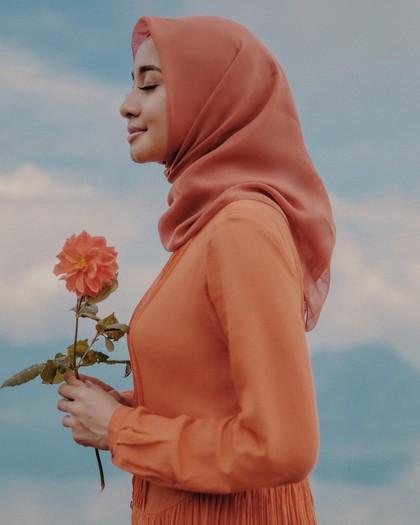 4 Jenis Bahan Jilbab Laudya C. Bella yang Bikin Hijabers Penasaran 2