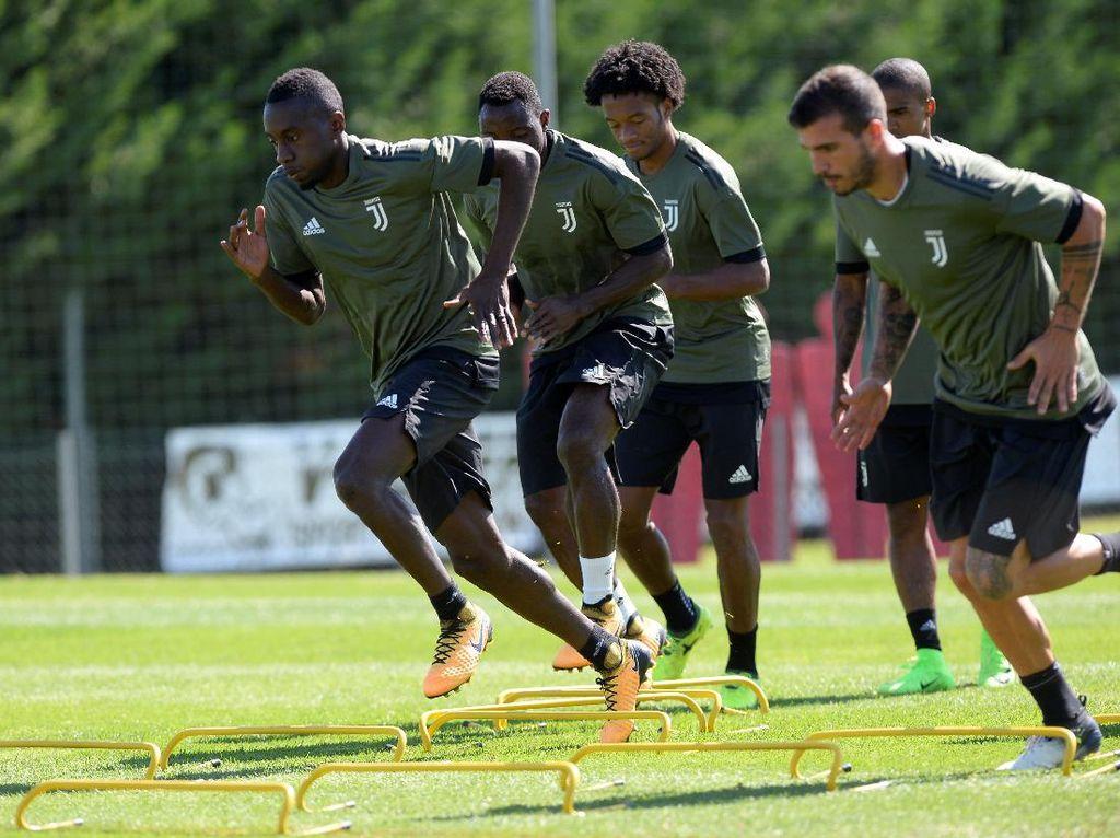 Sementara itu, Juve berlatih intensif di Turin sebelum terbang ke Barcelona pada Senin (11/9). Foto: Massimo Pinca/Reuters
