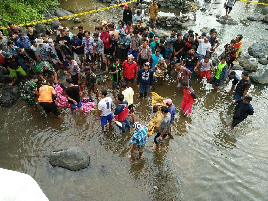 Akhirnya, mayat Husni dan Zakiah dibawa ke Purbalingga. Mayat dibuang dari atas jembatan ke Sungai Klawing (Foto: Dok. Polsek Bobotsari)