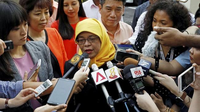 <p>Sebelum mencalonkan diri sebagai presiden, perempuan 63 tahun ini menjabat sebagai ketua parlemen Singapura periode 2013-2017. Dia pun menjadi perempuan pertama yang memimpin lembaga tersebut. (Reuters/Edgar Su)</p>