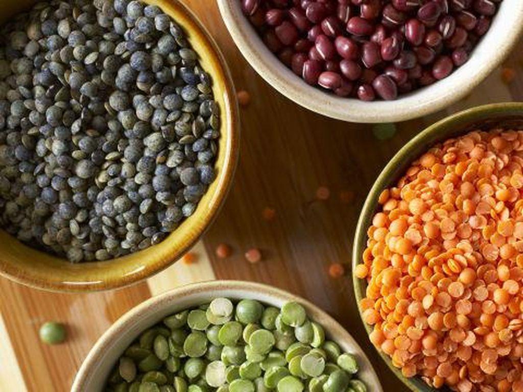 Biji-bijian dan kacang lentil kaya akan serat dan protein nabati, ditambah mineral dan vitamin B. Secara keseluruhan, makanan ini dapat membantu sistem saraf dan otot, dan membangun massa tubuh tanpa lemak. Foto: Istimewa