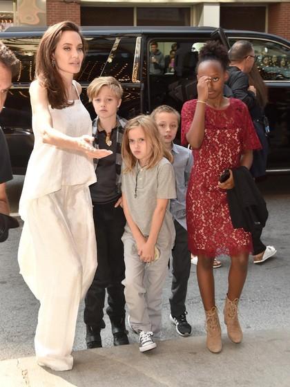 Angelina Jolie Habiskan Rp 13,5 Juta Dalam 1 Jam Belanja untuk Halloween