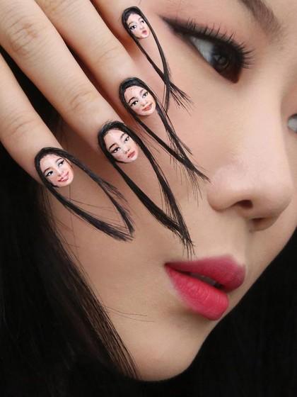 Ngeri, Wanita yang Kukunya Ditumbuhi Rambut Ini Jadi Viral