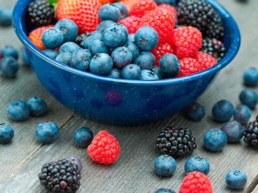 Buah berry menjadi pilihan makanan yang memuaskan dan sehat karena mengandung banyak serat, antioksidan dan lebih sedikit gula dibandingkan dengan buah lainnya.Foto: Istimewa