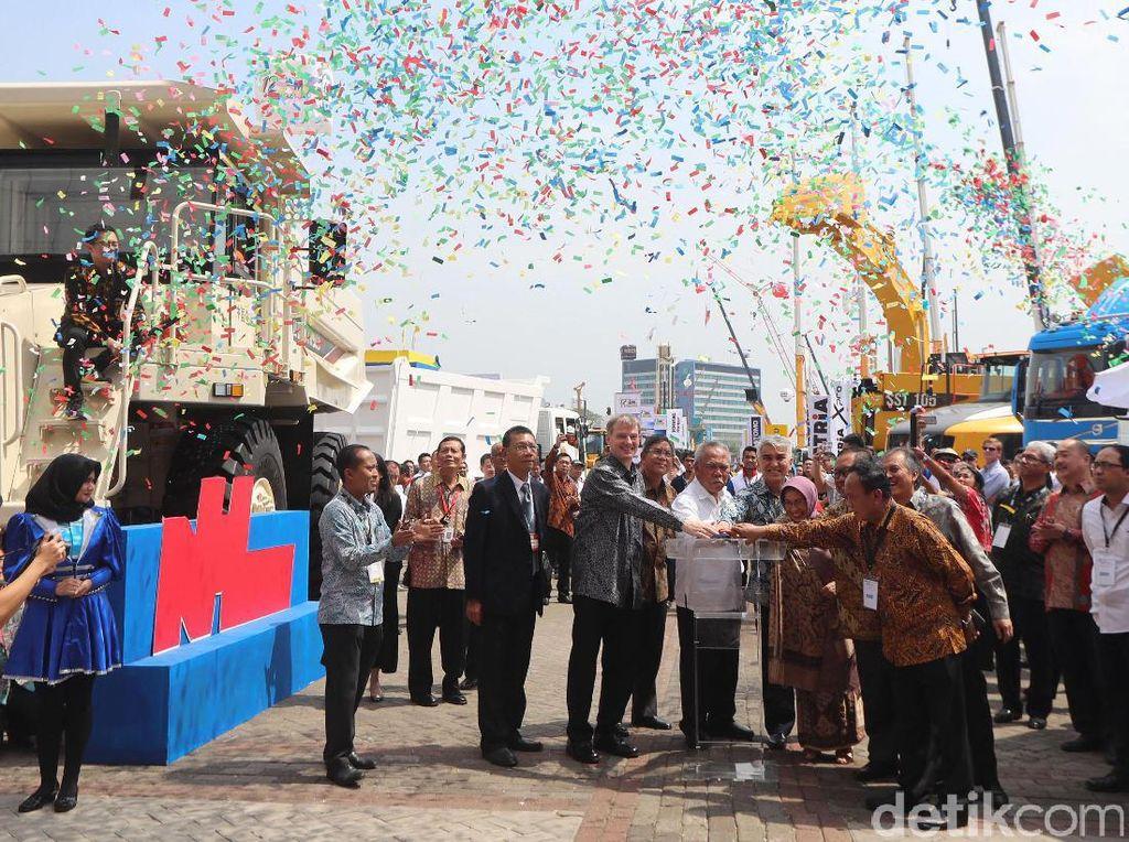Pameran tersebut dibuka oleh Menteri Pekerjaan Umum dan Perumahan Rakyat (PUPR) Basuki Hadimuljono.