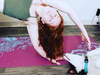 Pet yoga adalah istilah yang digunakan untuk merujuk olahraga yang dilakukan bersama hewan peliharaan Anda. (Foto: instagram/@somedayzzbeauty)