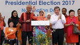 <p>Ia menjadi satu-satunya kandidat yang layak maju sebagai calon presiden Singapura setelah menyerahkan surat pencalonannya pada Rabu (13/9). (Reuters/Edgar Su)</p>