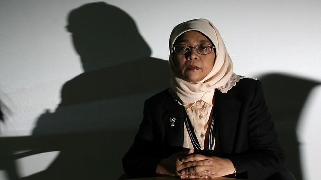 <p>Halimah Yacob langsung menjadi sorotan setelah dipastikan menyandang predikat sebagai presiden perempuan pertama di Singapura, sekaligus kepala negara dari etnis Melayu kedua setelah Yusof Ishak yang menjabat 47 tahun lalu. (Reuters/Vivek Prakash)</p>
