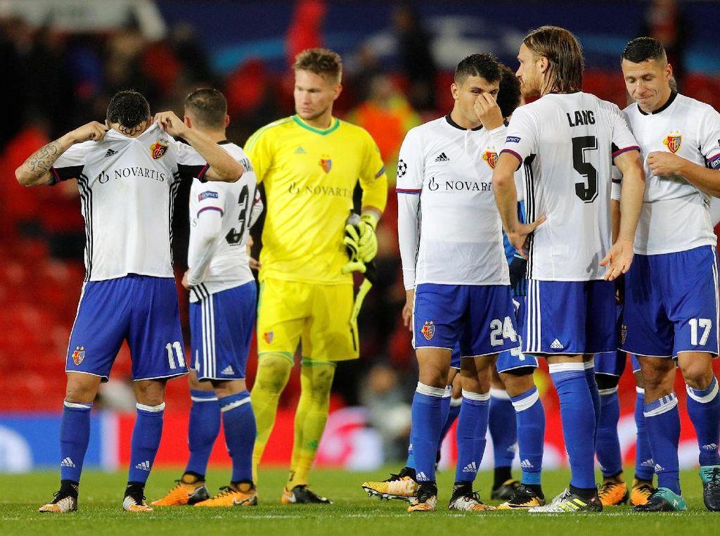 Basel, juara Liga Super Swiss musim lalu, harus pulang dengan tertunduk dalam-dalam. (Foto: Darren Staples/Reuters)