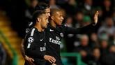 Trio penyerang Paris Saint-Germain, Neymar, Edinson Cavani, dan Kylian Mbappe, sama-sama mencetak satu gol ke gawang Celtic. (Images via Reuters/Lee Smith)