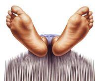 Ada rasa seperti tertusuk-tusuk jarum di pinggang, yang bisa menjalar sampai kaki. Foto: Ilustrasi/thinkstock