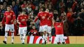 <p>Di Old Trafford, Manchester United menang 3-0 atas Basel. Romelu Lukaku (berlutut) menjadi salah satu pencetak gol bagi The Red Devils. (REUTERS/Darren Staples)</p>