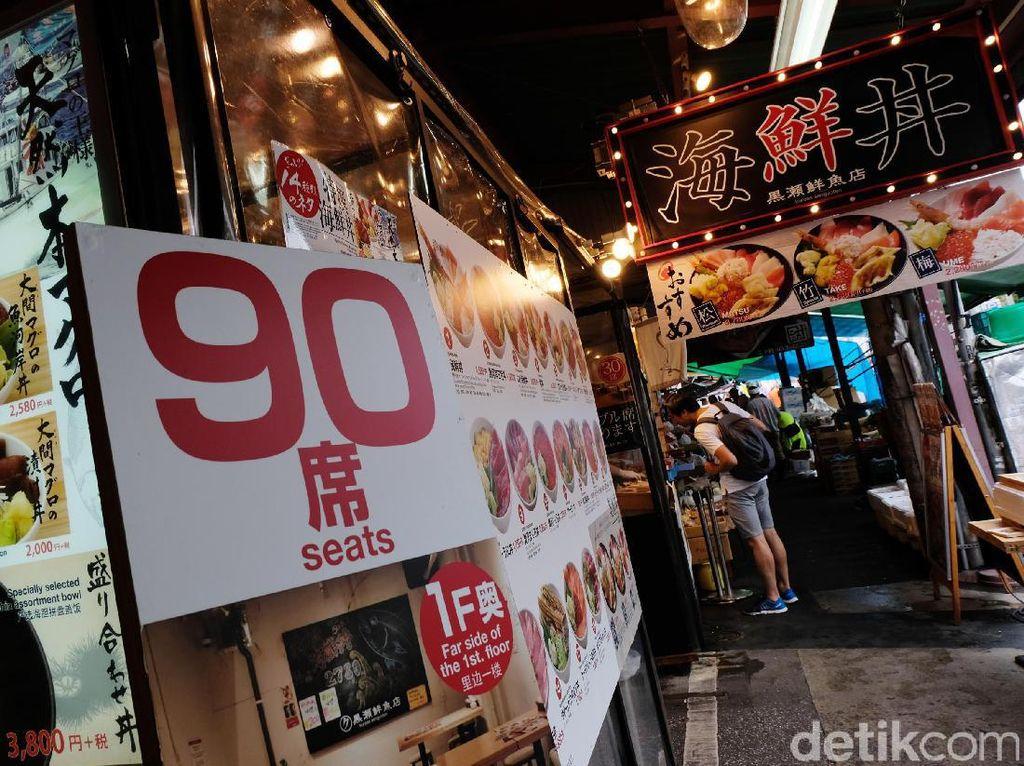 Pasar Tsukiji akan mulai buka dan menyediakan makan pagi untuk para pekerja di Pasar Tsukiji juga para wisatawan yang datang pagi hari hingga kira-kira jam makan siang.