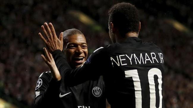 Kylian Mbappe (kiri) dan Neymar merayakan gol. Paris Saint-Germain merupakan salah satu kandidat kuat menjuarai Liga Champions musim ini dengan skuat yang mentereng. (Action Images via Reuters/Lee Smith)