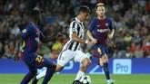 <p>Satu gol Barcelona lainnya ke gawang Juventus dicetak oleh gelandang asal Kroasia Ivan Rakitic pada menit ke-56. (REUTERS/Susana Vera)</p>