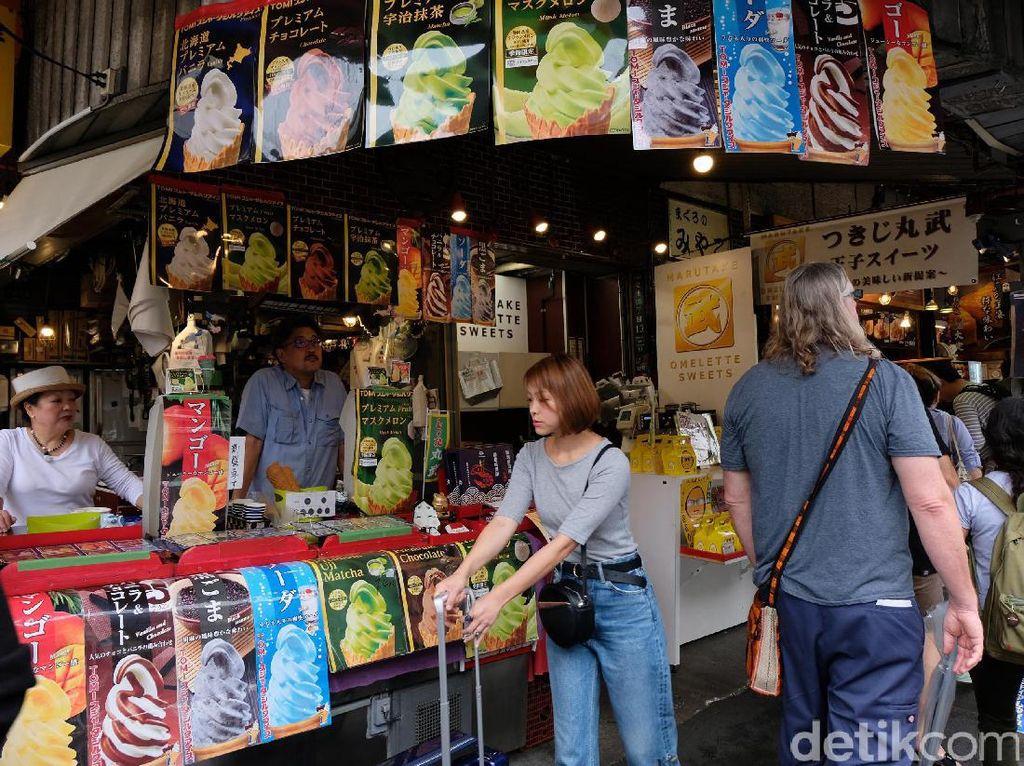 Pasar Tsukiji merupakan pasar ikan terbesar di dunia. Lokasinya berada di Tokyo, Jepang. (Foto: Rachman Haryanto/detikcom).