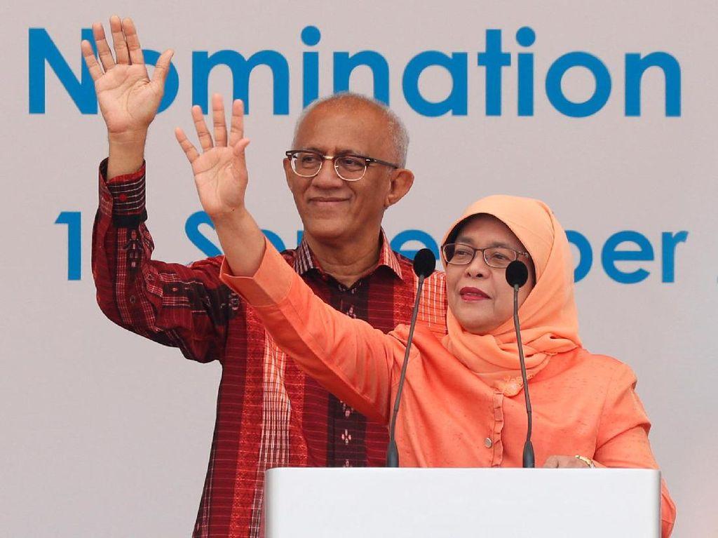 Foto: Gaya Busana Simpel Halimah Yacob Saat Resmi Jadi Presiden Singapura