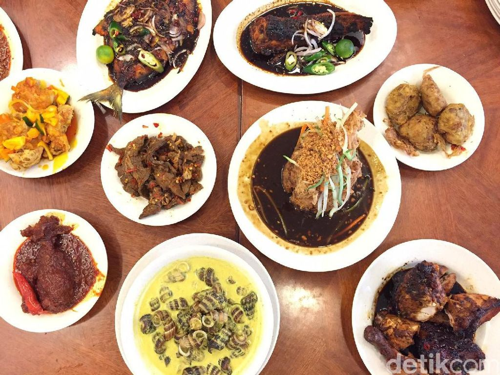 Kalau menyebut nasi Padang enak di Singapura, banyak yang menjagokan Hajjah Maimunah di Jalan Pisang, Joo Chiat Road. Restoran sebenarnya tawarkan makanan Melayu namun dengan bumbu mirip masakan Padang. Menu andalannya antara lain tahu telu, siput sedut, ayam merah, rendang dan paru balado. Foto: detikFood