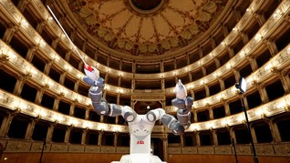 FOTO: Mengenal YuMi Si Robot Komposer Musik