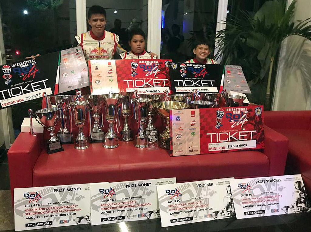 Kali ini, tiga pegokar Riser ShaDaff yang lolos adalah Sergio dari kelas Mini Rok, Silvano dari kelas senior Rok dan Adrian Hassan dari kelas Junior Rok yang lolos untuk tampil di ajang World Cup 2017 alias Kejuaraan Dunia Rok 2017. (dok. Riser ShaDaff Motorsport)
