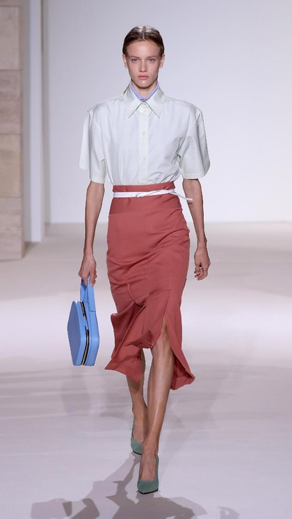 Foto: 25 Koleksi Victoria Beckham di New York Fashion Week 2017